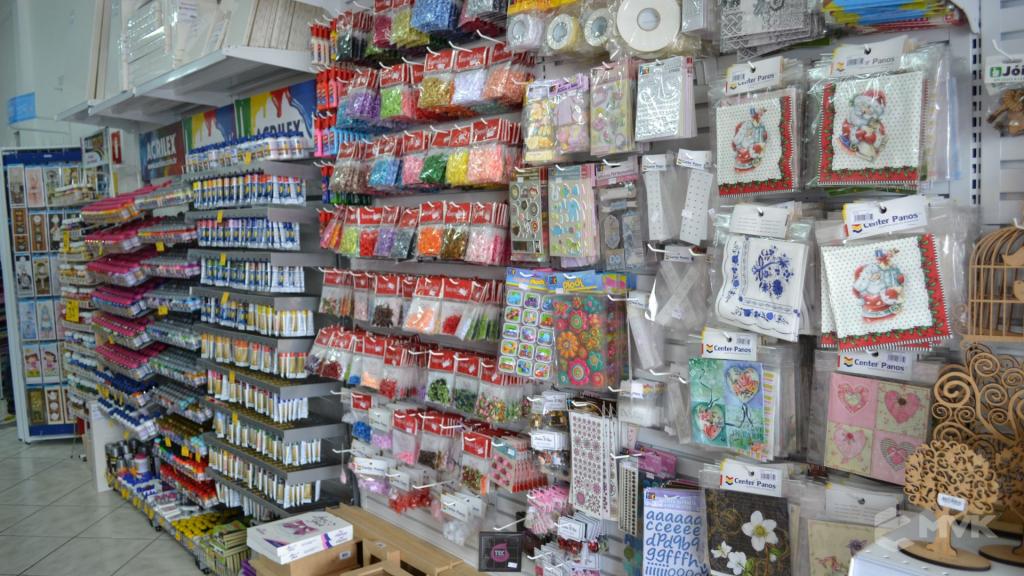 Loja de tecidos Center Panos em Tatuí SP. Projeto executado por MVK Gôndolas e Displays. Prateleiras, expositores, balcões, suportes (5)