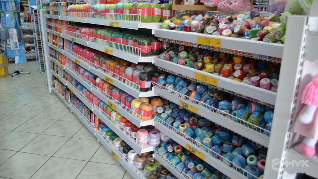 Loja de tecidos Center Panos em Tatuí SP. Projeto executado por MVK Gôndolas e Displays. Prateleiras, expositores, balcões, suportes (6)