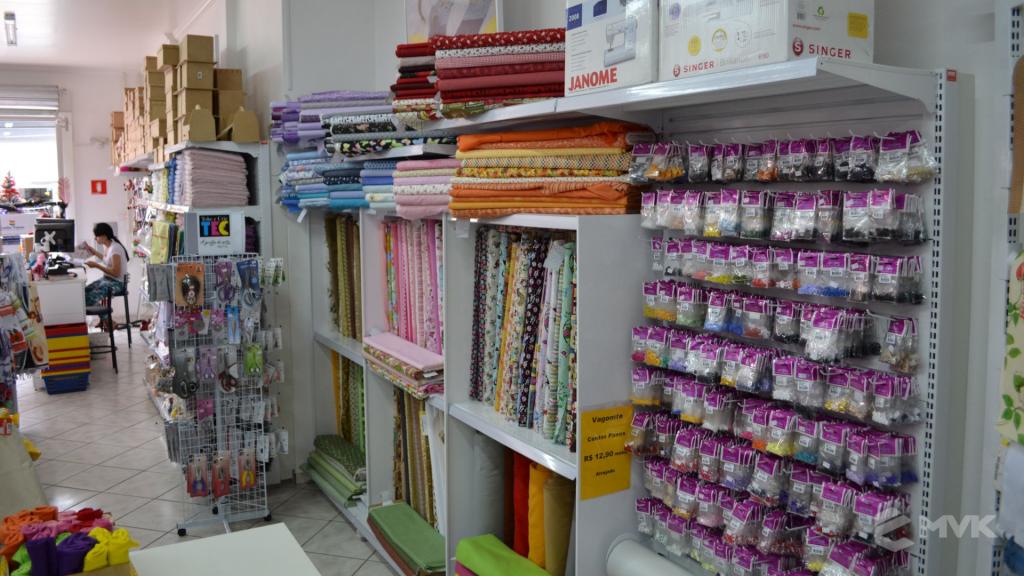 Loja de tecidos Center Panos em Tatuí SP. Projeto executado por MVK Gôndolas e Displays. Prateleiras, expositores, balcões, suportes (9)